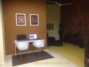 Cyber corner dan foot scrub area di Siti Salon Alzahrah Sri Rampai